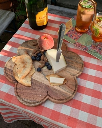 Picture of Daisy-Shaped Cheese Board